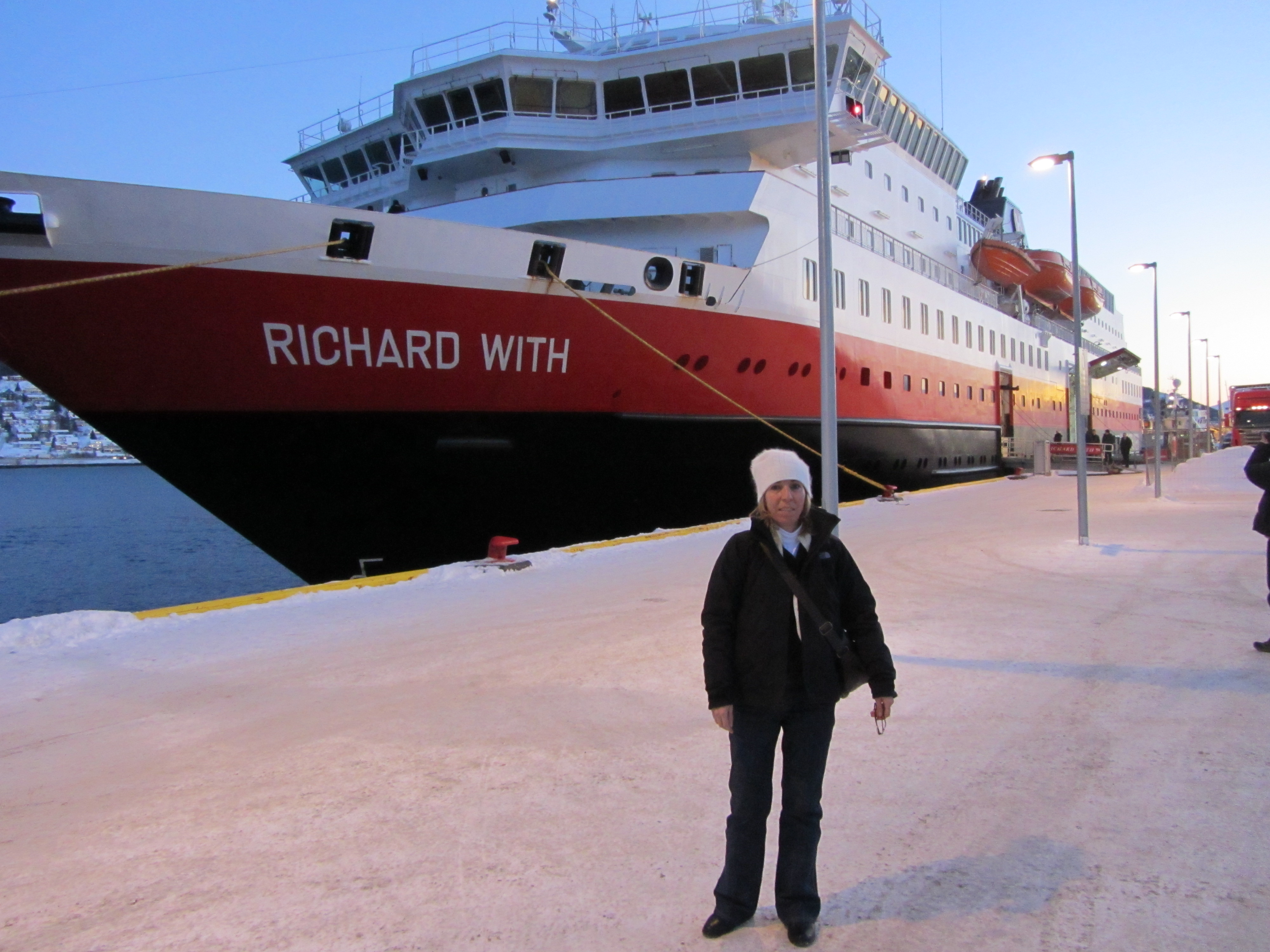 Hurtigruten Cruise Ship Ms Richard With Online Travel